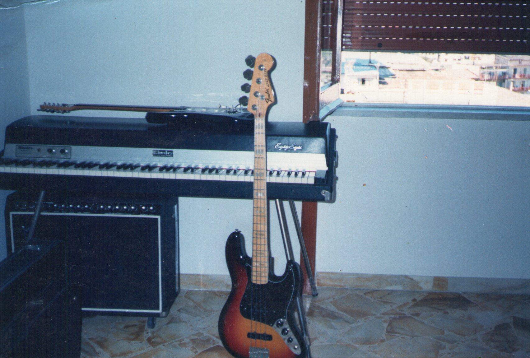 Volendo simulare le tastiere con una chitarra in maniera semplice!