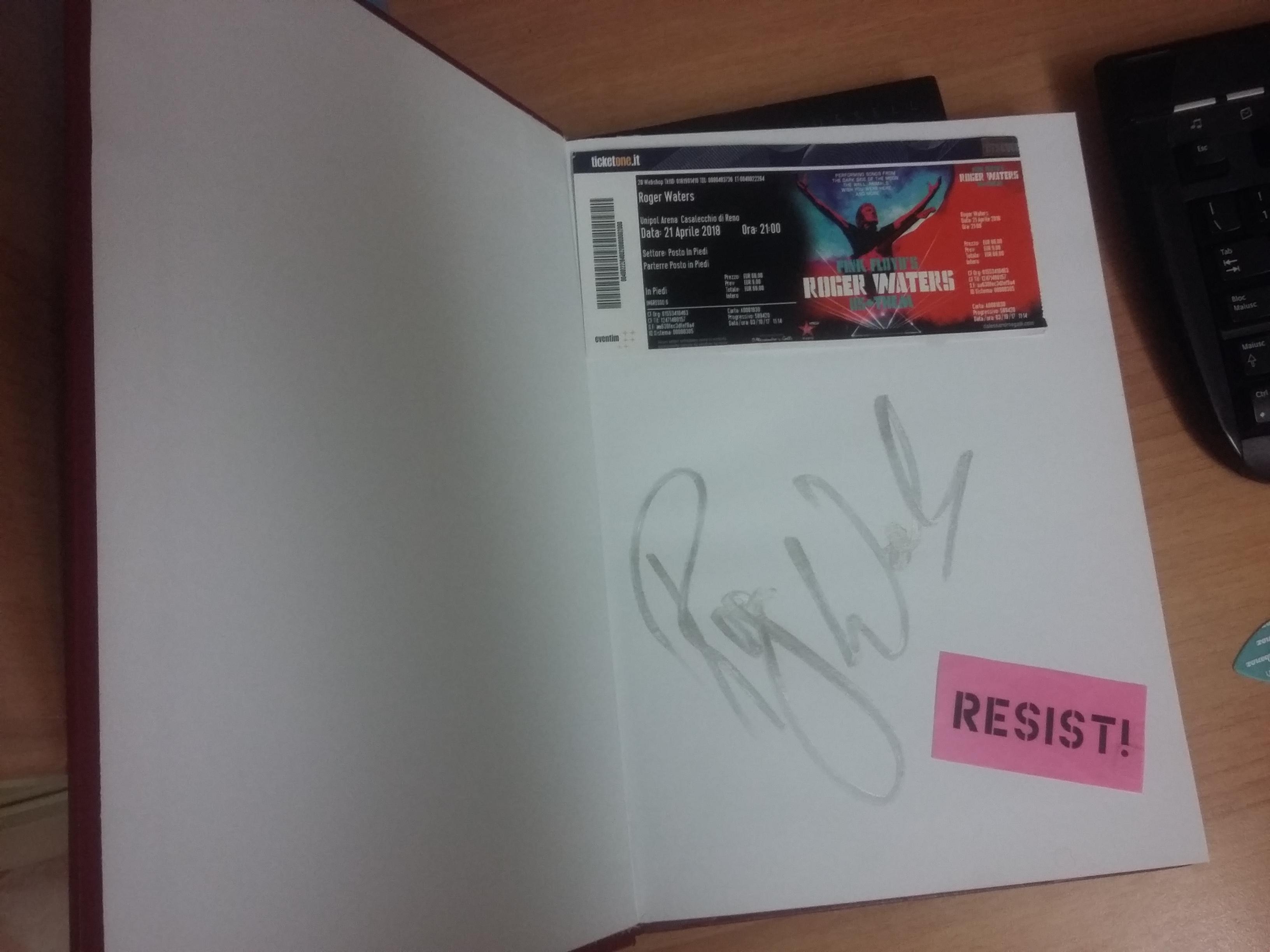 E alla fine l'ho data a Roger Waters...