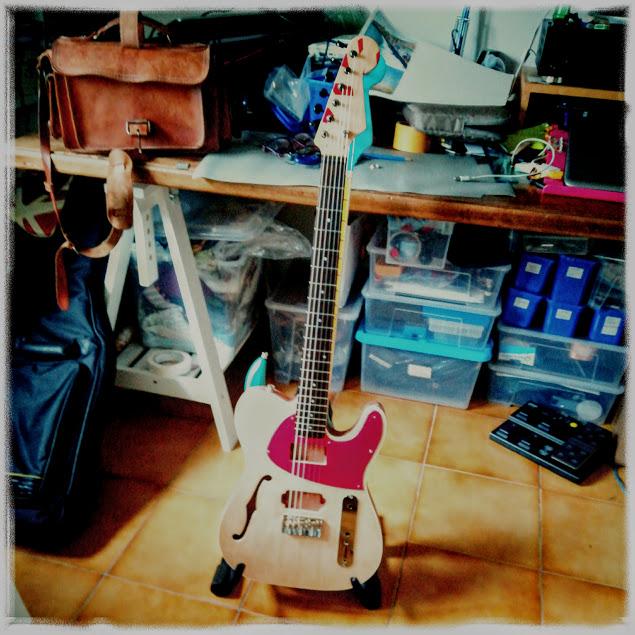 Batti-pene per chitarra. Sottotitolo:qualcuno mi fermi