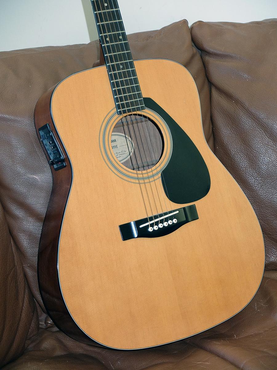 Strumento 19: Yamaha FG411E