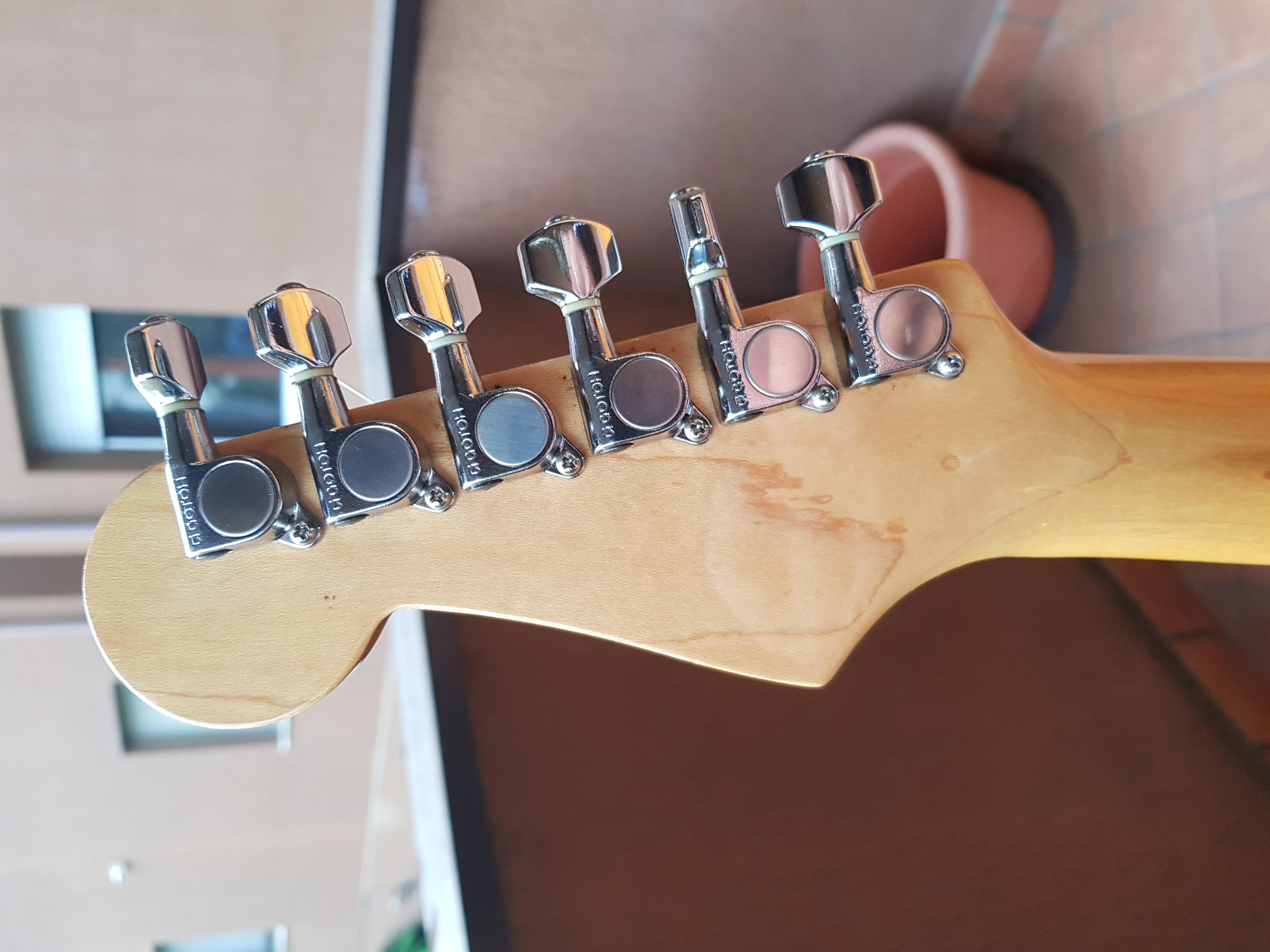 Aiuto .... Fender Stratocaster JAPAN