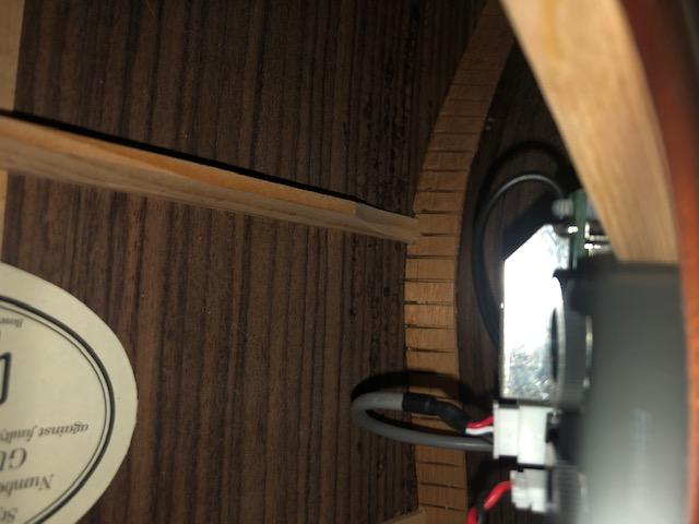 Fondo chitarra macchiato all' interno