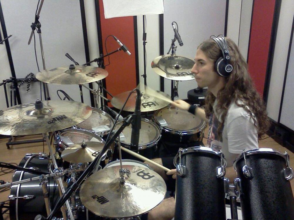 Quel batterista metal che ha studiato jazz e ascolta Sting