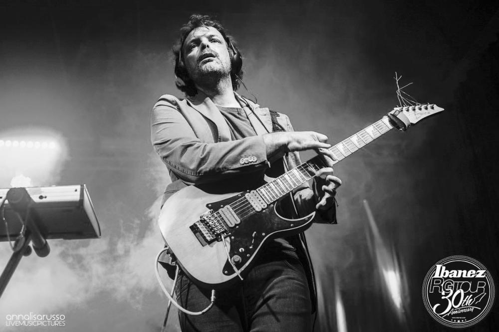 Scala Blues e Modo Dorico su un pezzo Punk Rock