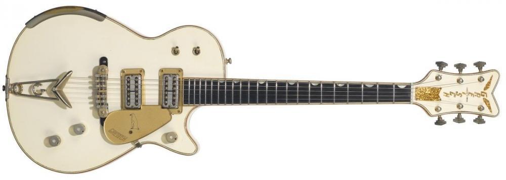La Black Strat ha il manico cambiato e la 001 non è la prima Fender
