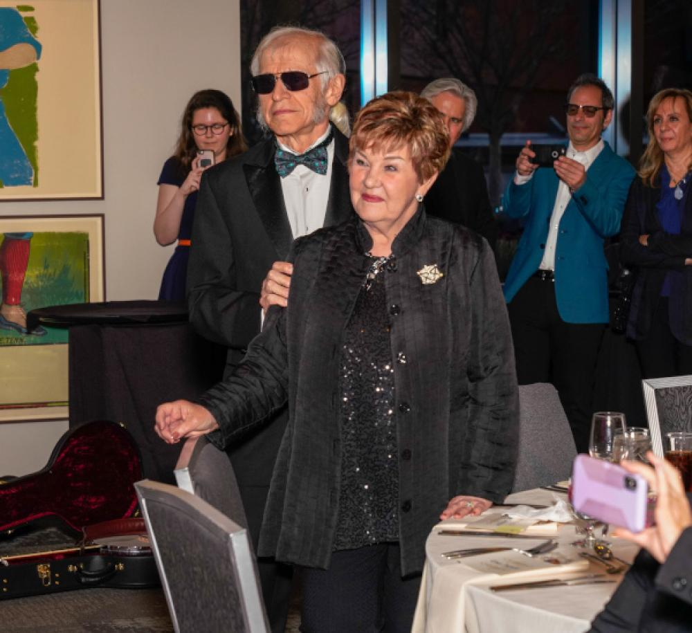 Dinah Gretsch festeggia i 40 anni nell'industria musicale