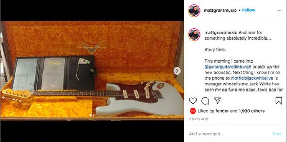 Sfasciano la chitarra al busker: Jack White gli compra una Custom Shop