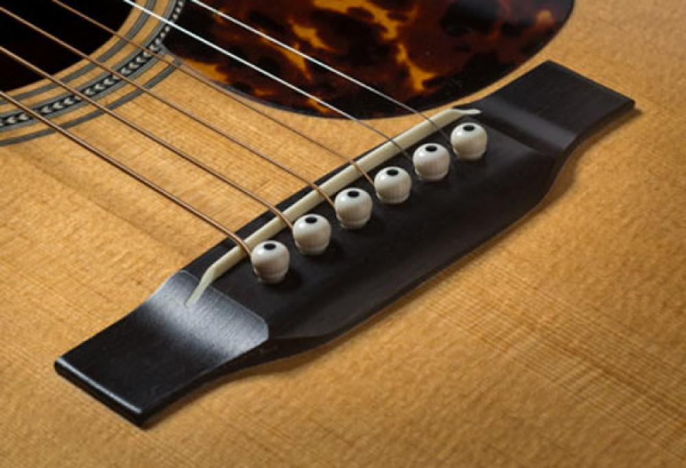 Vibrazioni squilibrate dalla chitarra acustica
