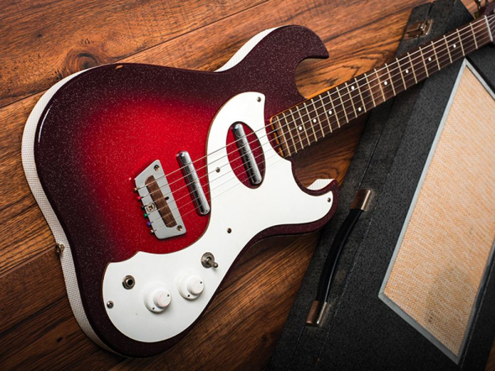 Silvertone e l'amplificatore in custodia
