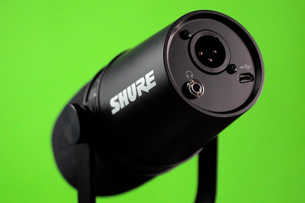 Shure MV7: testiamo il microfono da podcast con USB, XLR e preset
