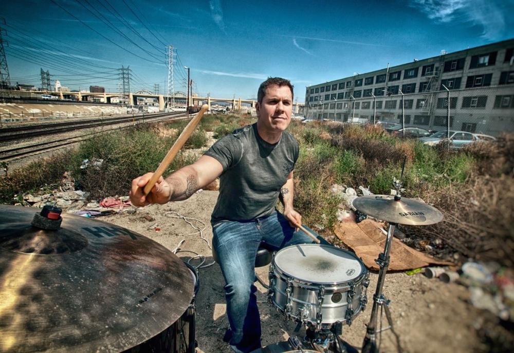 La poderosa batteria di Jeff Bowders