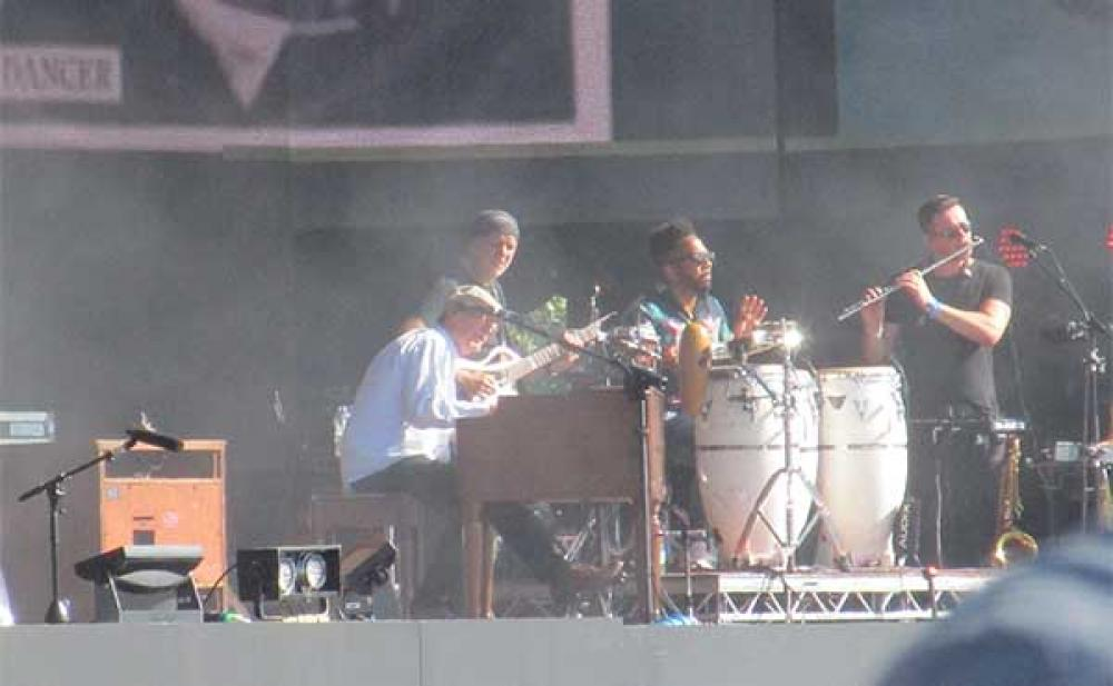 Clapton and friends live at Hyde Park