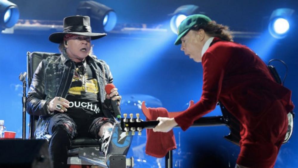 AC/DC: Angus Young resta da solo