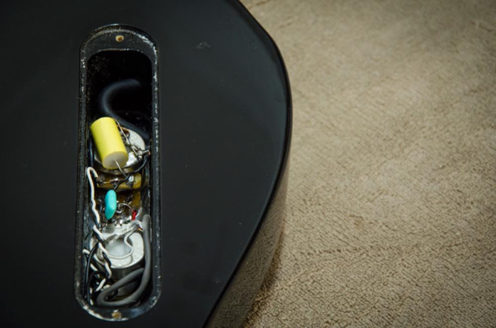 Ecco quanto segnale mangia un wiring scadente nella chitarra