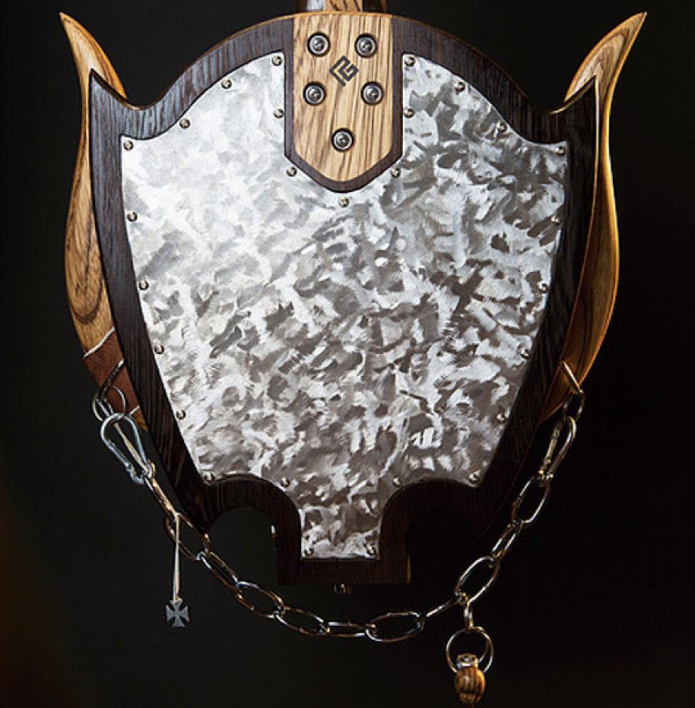 Una scultura a quattro corde per Lemmy Kilmister