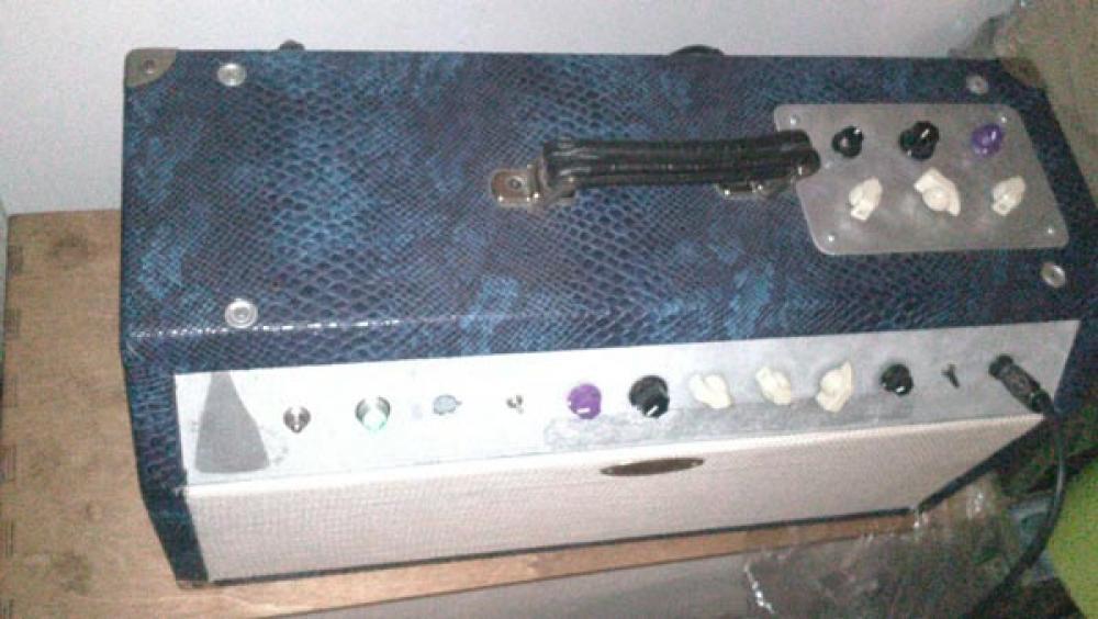 Un ampli AS 18 watt artigianale trasformato