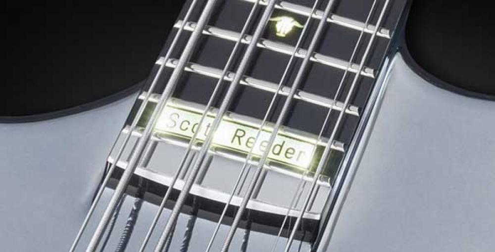 Warwick disegna un otto-corde alla rovescia per Scott Reeder: il prezzo sarà da capogiro