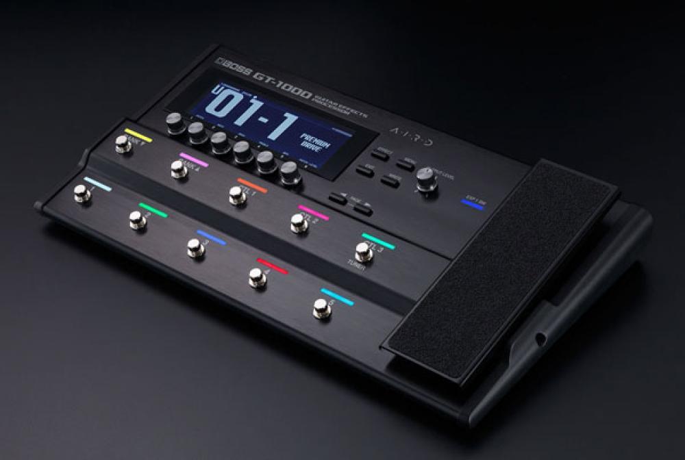 Boss sfida il digitale hi-end con GT-1000