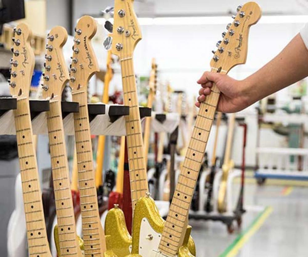 Fender regala Gold Sparkle per le nomine ai Grammy