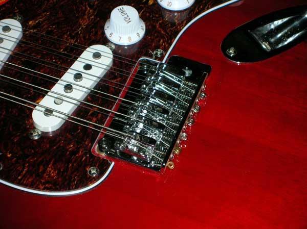 Convertire la chitarra da sei a dodici corde