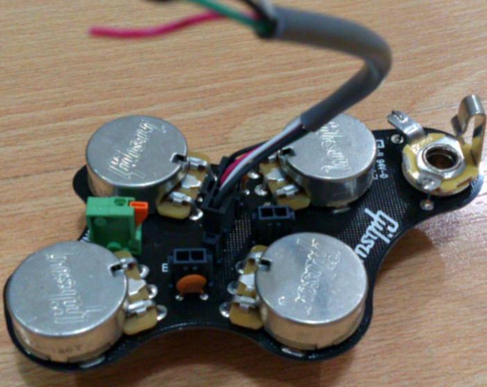 Gibson e la piastra controlli solderless Neutrik