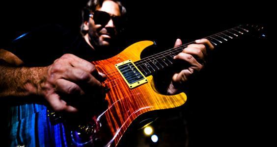 Ci mettiamo la firma: storia breve delle chitarre signature