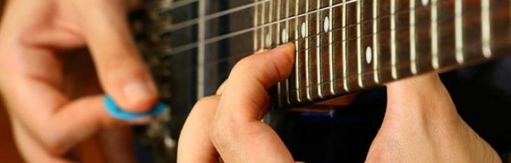 Registrare il plettro della chitarra elettrica