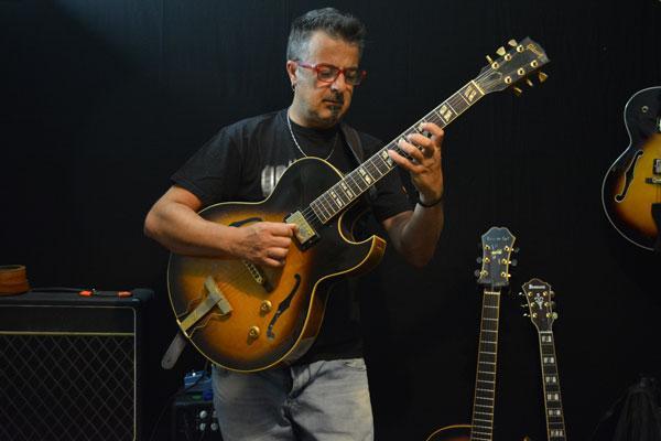 Postura corretta per chitarra classica, acustica, archtop ed elettrica