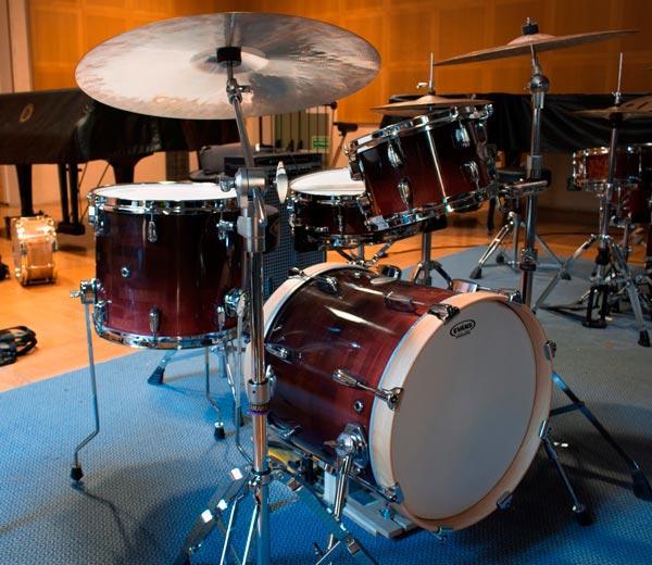 Liuteria Respighi a SHG40 tra intarsi e incisioni per chitarristi, bassisti e batteristi