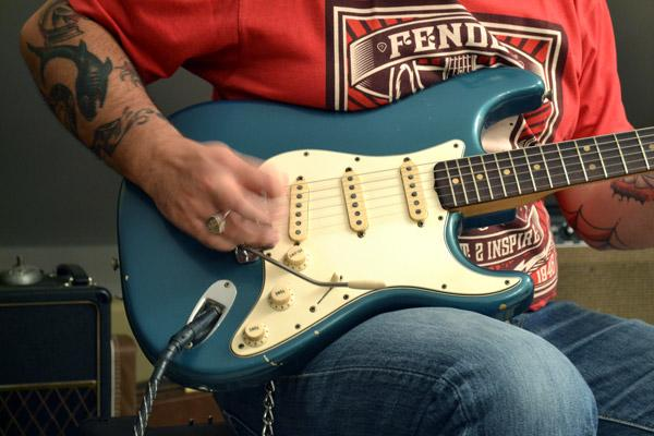 Fender Strat 1965 contro Custom Shop: gemelle mezzo secolo dopo