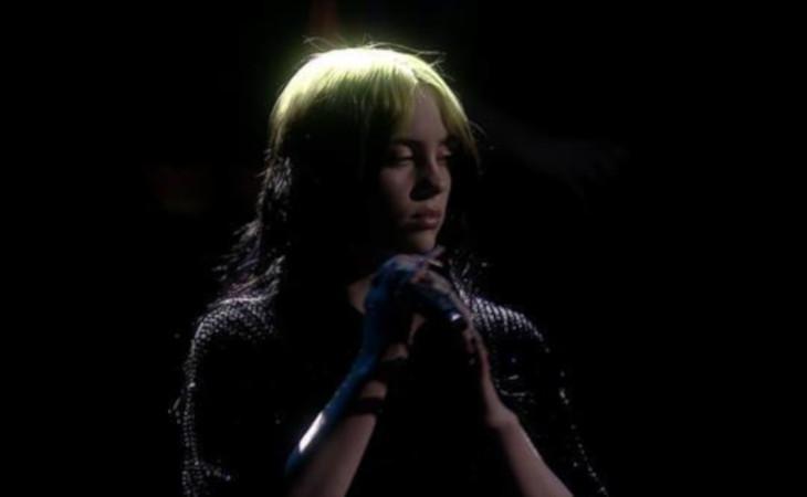 """Billie Eilish: online il video di """"No Time To Die"""" colonna sonora del nuovo 007"""