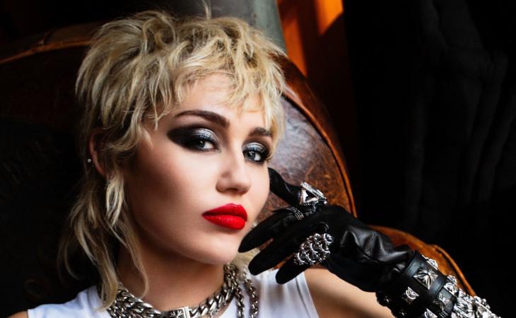"""Miley Cyrus: il nuovo album """"Plastic Hearts"""""""
