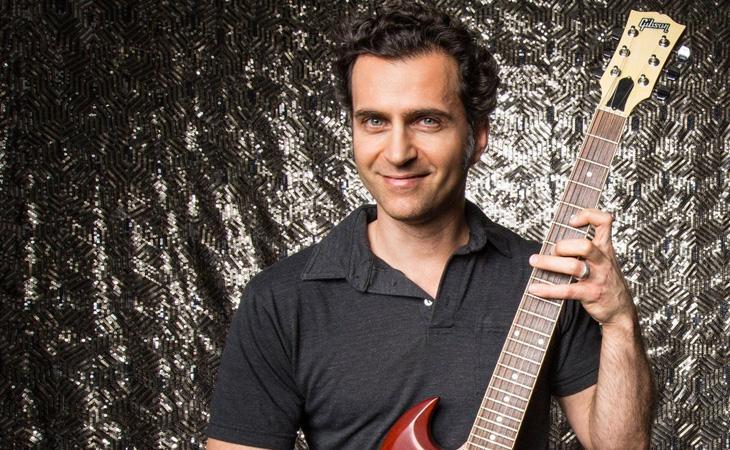 Dalla SG con autotune alla Kramer regalata da Van Halen: in studio con Dweezil Zappa