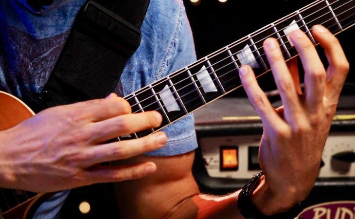 Tapping a otto dita e accordature alternative