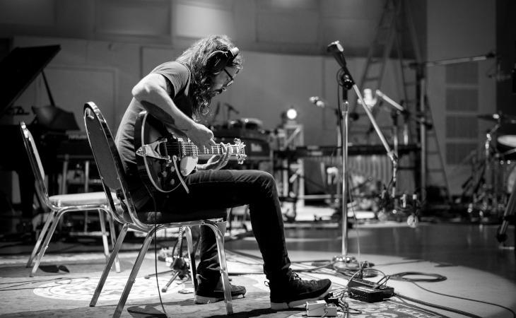 """Dave Grohl si racconta nell'autobiografia """"The Storyteller"""" in uscita ad ottobre"""