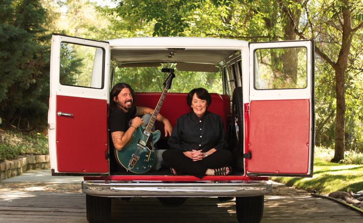 """""""From Cradle To Stage"""" la serie sulle rockstar di Dave Grohl e sua mamma Virginia"""