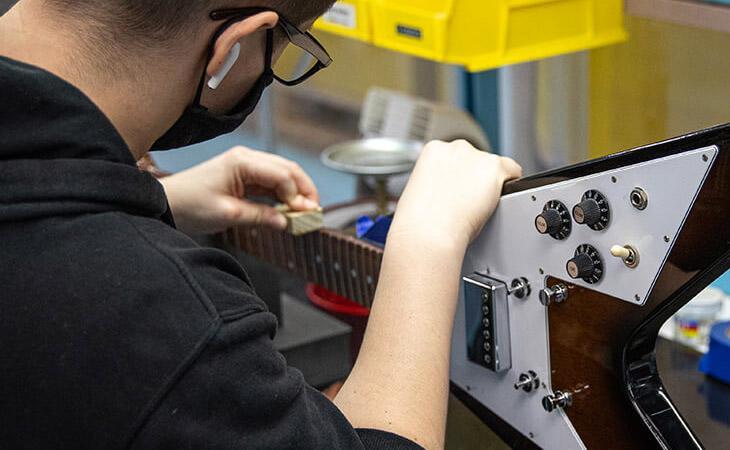 Gibson ripara i tuoi strumenti e offre consulenze gratuite