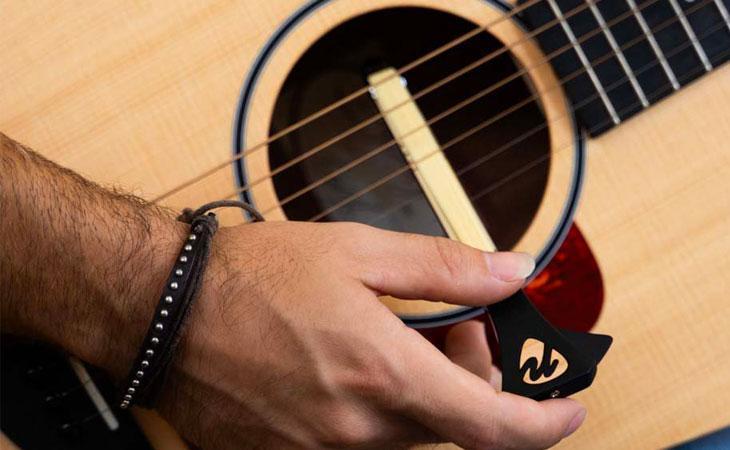 Pickaso Guitar Bow: chitarra acustica ad arco