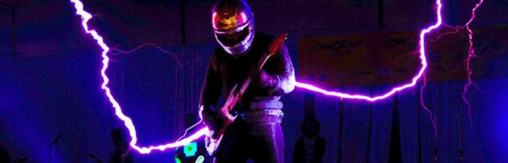 La chitarra sparafulmini degli ArcAttack
