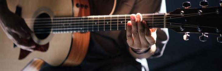 Collabora con Accordo per i test delle chitarre acustiche