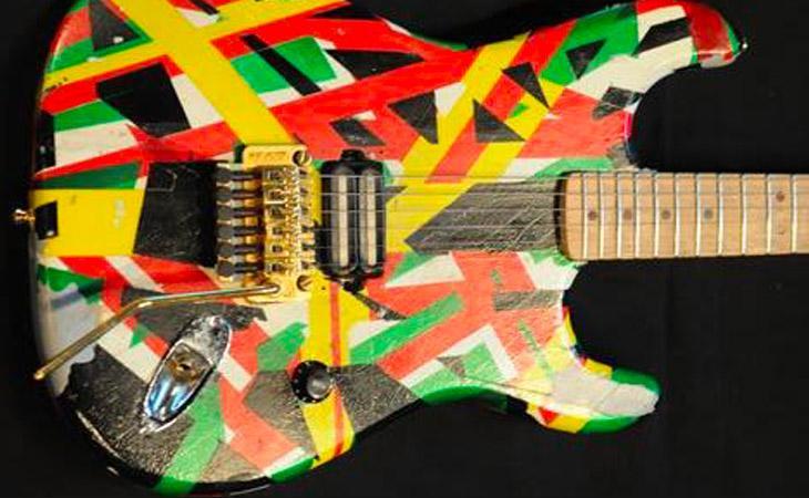 Dweezil Zappa mostra la Rasta Guitar di Van Halen