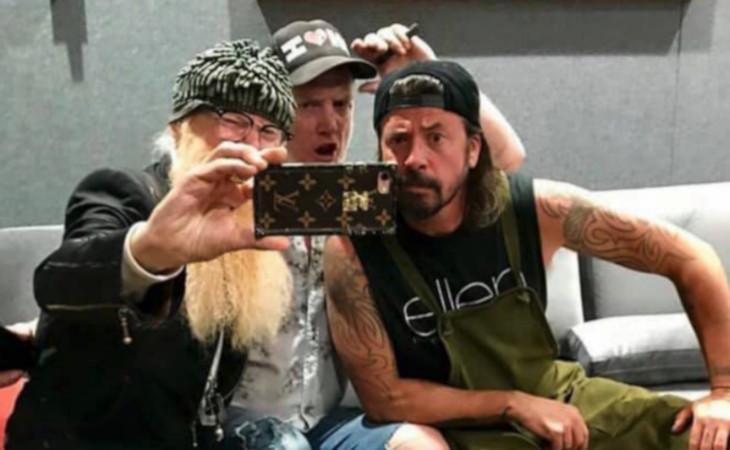 Nel nuovo album dei Queens of the Stone Age anche Dave Grohl e Billy Gibbons