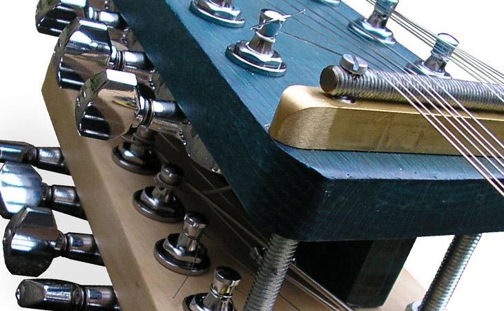 Moonlander: 18 corde per la chitarra lunare