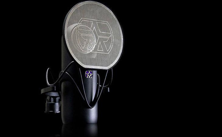 Element di Aston sarà il primo microfono del pubblico